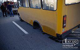 В Кривом Роге у маршрутки на ходу отпало колесо