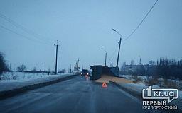В Кривом Роге перевернулся грузовик с зерном