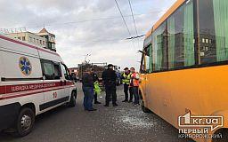 В Кривом Роге трактор с прицепом и маршрутка попали в ДТП