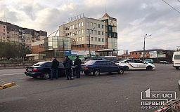 Возле остановки в Кривом Роге случилось два ДТП в одно время