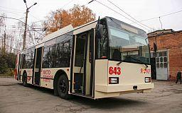 В Кривом Роге на маршрут вышли троллейбус с дизель-генераторной установкой и отремонтированный трамвай