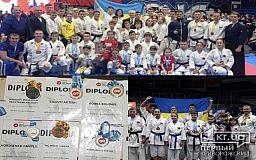 Десяток медалей привезли криворожские каратисты с чемпионата в Брно