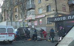 Возле остановки в Кривом Роге легковушка влетела под грузовик