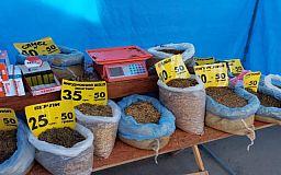 В Кривом Роге на рынке незаконно продавали 14 кило табака в мешках