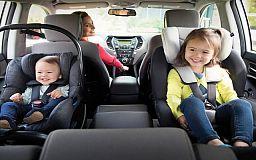 Відсьогодні автомобілістів штрафуватимуть за перевезення дітей без автокрісел