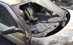 На трассе Днепр – Кривой Рог – Николаев на ходу загорелся Mercedes
