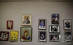 В Кривом Роге открыли выставку творческих работ «хрустальной девочки»