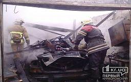 В Широковском районе в гараже сгорела легковушка