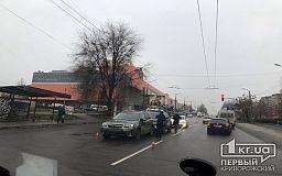 ДТП в Кривом Роге: недалеко от ТРЦ Toyota «догнала» Subaru