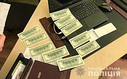Предлагал 1000 долларов: в Кривом Роге задержан мужчина, пытавшийся подкупить полицейского