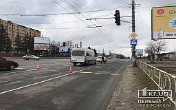 На светофоре в Кривом Роге маршрутка сбила пешехода