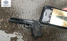 Трое вооруженных криворожан устроили драку в супермаркете