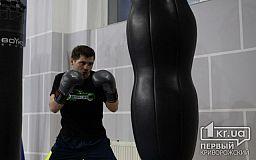 Украинец Денис Беринчик победил техническим нокаутом Хосе Санчеса
