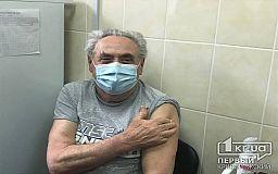 Другого пути нет, только вакцинация спасет от коронавируса, — 80-летний криворожанин