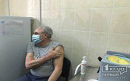 Высокой температуры не было, — 80-летний криворожанин, вакцинировавшийся от коронавируса