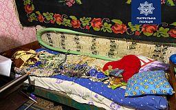 На маму криворіжця, якого вітчим прикував ланцюгом до ліжка, вже складали протокол