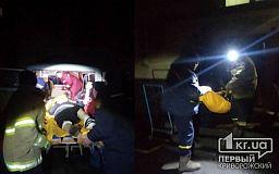 Пожарные помогли медикам госпитализировать пенсионерку