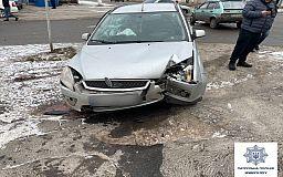 На перекрестке в Кривом Роге столкнулись ВАЗ и Ford