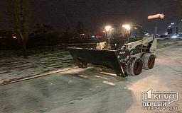 Ночью дороги Кривого Рога от снега расчищали 50 единиц спецтехники
