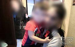 Пожарные помогли криворожанке, трехлетний сын которой закрылся в квартире