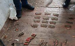 Автомат Калашникова, патроны и гранату нашли дома у жителя Криворожского района