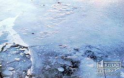 Люди спасли мужчину, который провалился под лед недалеко от Кривого Рога