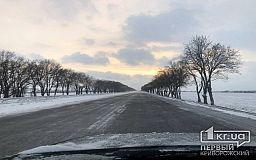 Более 100 единиц спецтехники расчищают трассы госназначения в Днепропетровской области