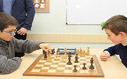 Центральный ГОК провел турнир для юных шахматистов Покровского района