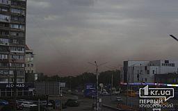 Перед грозой в Кривом Роге образовалась пылевая буря