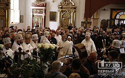 Началась панахида в церкви по Константину Павлову
