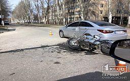 ДТП в Кривом Роге: на перекрестке столкнулись мотоцикл и легковушка