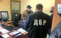 За вымогательство денег у предпринимателя в области арестовали полицейского