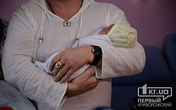 Полицейские помогли беременной криворожанке добраться в роддом