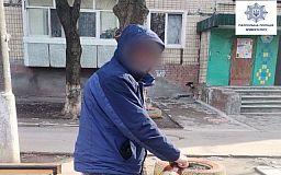 Задержан криворожанин, который подделал паспорт и пьянствовал на детской площадке