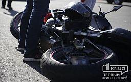Мотоцикл врезался в столб: погиб водитель и пострадал пассажир