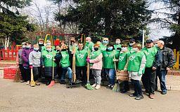 Сезон суботників стартував: Зелений центр Метінвест допомагає містянам причепурити місто