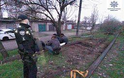 Патрульные задержали криворожан, которые воровали металл на железной дороге