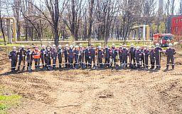 До ювілею: на ЦГЗК висадили пам'ятну алею дерев
