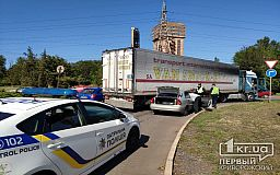 ДТП в Кривом Роге: столкнулись фура и легковушка