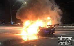 В Кривом Роге во время движения загорелось авто