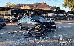 В Кривом Роге столкнулись два элитных авто, есть пострадавший