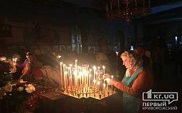 В криворожских храмах начались Пасхальные богослужения: как прихожане соблюдают карантин