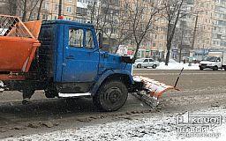 Более 100 спецмашин расчищают снег на трассах Днепропетровской области