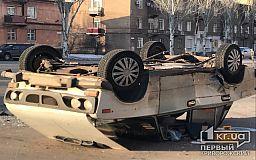 ДТП в Кривом Роге: авто перевернулось на крышу, пострадал водитель