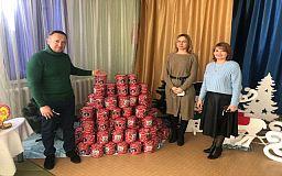 Подарки к Крещению детям из детсада вручили Валерий Гресько и Елена Терещенко