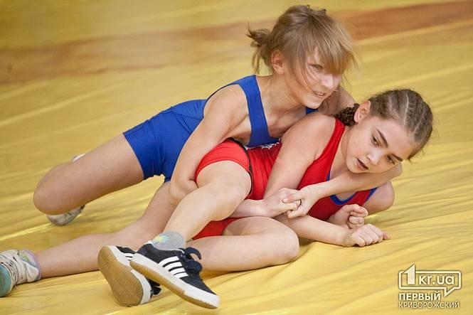Спортивная борьба голых девушек 10