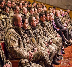 В доме офицеров Кривого Рога наградили военнослужащих