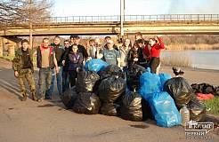 Криворожские активисты принялись за уборку города