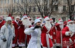 Парад Дедов Морозов по проспекту Карла Маркса