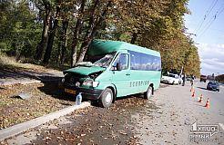 Фото с места ДТП с участием маршрутки №230 в Кривом Роге